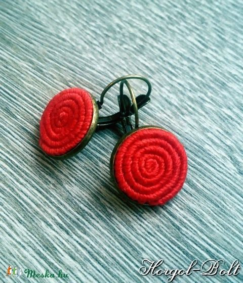Piros színű, francia kapcsos fülbevaló (aHorgolbolt) - Meska.hu