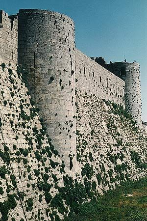 Medieval Castle Architecture  The Crusades (1095–1291)  Tripoli, Syria  Perimeter wallof the Krak des Chevaliers, given to the Hospitaler Order in the 1140's & rebuilt in several successive phases through ca.1250.  Heilbrunn Timeline of Art History  The Metropolitan Museum of Art