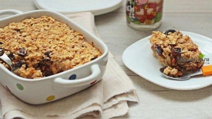 Vă prezentăm o rețetă de crumble delicios cu fulgi de ovăz și prune uscate. Această prăjitură se prepară foarte simplu și rapid. Este un desert perfect pentru toți ce respectă un mod sănătos de viață și cei ce au grijă de siluetă. Fin, aromat, delicios și doar cu 82.56 Kcal la 100 g.  Echipa …