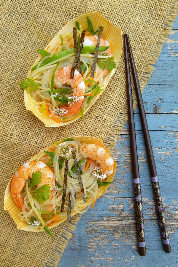 Sugg-r and some Salt: ensalada asiática de fideos de cristal, langostinos y germinados de espárragos