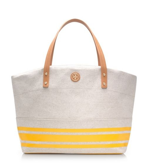 OK, seriosuly.. why is she so awesome! She rocks it!: Women Totes, Fashion Styles, Design Handbags, Tory Burch, Summer Bags, Burch Theresa, Beaches Bags, Toryburch Com, Theresa Totes