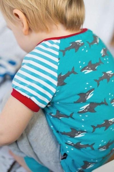 We like sharks ;-) Shirt made of organic cotton, by Spunkynelda