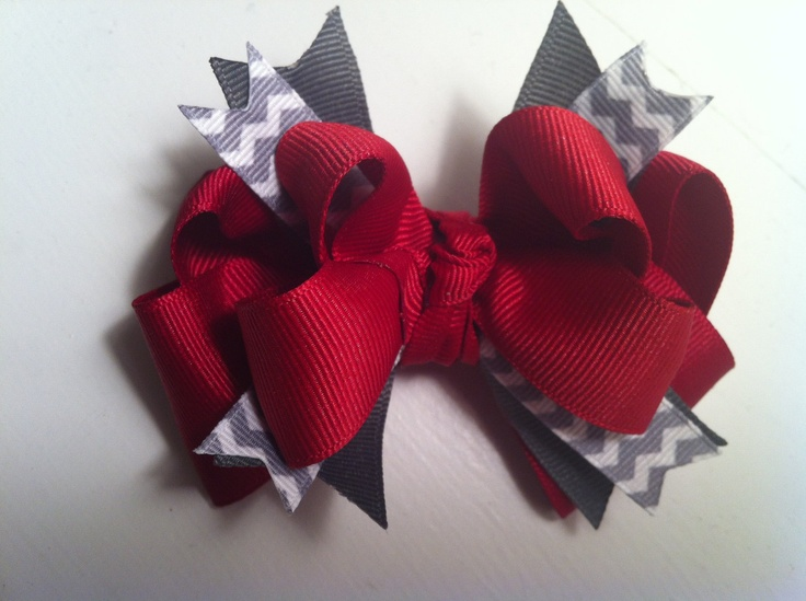 Red and Gray Chevron Christmas Hairbow. i need to make this for my Dottie girl! :)