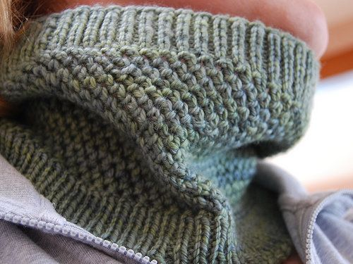 Free Knitted Cowl Patterns Pinterest : Free Knitting Pattern - Cowls and Neck Warmers: Ciaras Cowl Knitting- ...