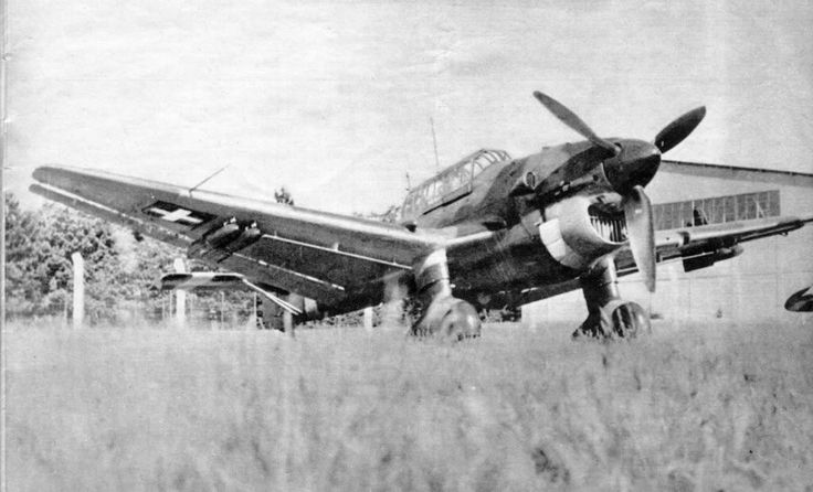 Ju 87 B with four wing-loaded SC 50 bombs, Royal Hungarian Air Force, 1942.