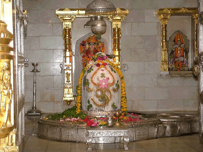 Somanath Jyothirling Temple is in Somnath, Gujarat and this temple was destroyed several times (sixteen times) by Mughal rulers and reconstructed by Hindu rulers. Finally, Somanath Temple was rebuilt by Maharani Ahilya Bai of Indore in 18th century.