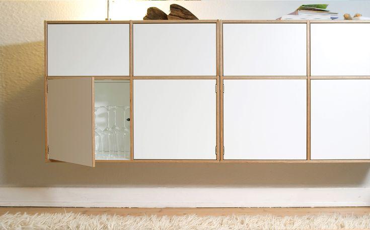 Hängeregal mit Türen und Schubladen. Birkenschichtholz mit robuster Melaminharzbeschichtung. Breite 150cm, Höhe 60 cm, Tiefe 34 cm