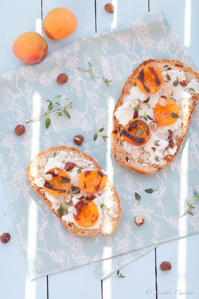 Tosta de Alperces grelhados, Ricota e Tomilho-Limão * Roasted Apricots, Ricotta and Lemon Thyme Toast