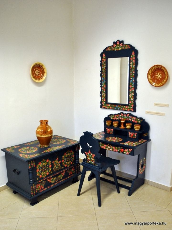 .Hungarian painted furniture