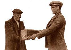 Brooddeling Agelose Es. Na een mislukte oogst in 1620 deelden 13 boeren hun brood. Jaarlijks gebeurde dit de maandag na Pinksteren waarbij werd gebeden voor een goede oogst. Een traditie die nog altijd leeft als herdenking