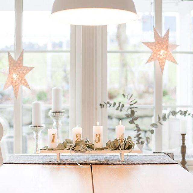 Vita Hus Von Aussen Ulmer Kopfsteinpflaster Muschelkalk Vitahus Table Decorations Decor Home Decor
