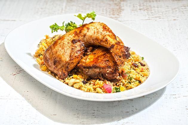 Κοτόπουλο γεμιστό με κους κους στο φούρνο από την Αργυρώ Μπαρμπαρίγου | Εύκολο, οικονομικό, πεντανόστιμο γεμιστό κοτόπουλο που κρατάει όλους τους χυμούς του