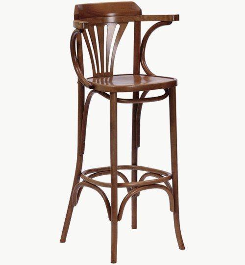Barstol i trä som går att få med stoppad sits, många tyger att välja på. Ingår i en serie med vanlig stol samt karmstol. Barstolen är tillverkad i trä med bets samt att det går att få sittskalet stoppat/klätt. Stolen väger 6 kg, vilket är något lättare i vikt för att vara en barstol. Tyg Lido 100 % polyester, brandklassad. Tyg Luxury, 100 % polyester, brandklassad. Konstläder Pisa, brandklassad, 88,5% PVC, 11,5% polyester. #azdesign #barstol #brun #inredning #pagedmeble