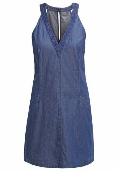 Vestidos Tejanos La interpretación del denim no tiene límite y los vestidos vaqueros forman parte de una de sus mayores apuestas por su funcionalidad, esti