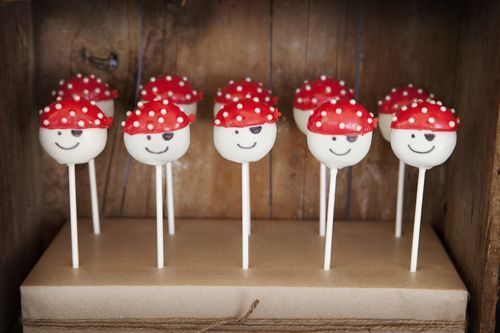 Pirate cake pops. Perfect for birthday parties. Via Punk Baby Clothing https://secure.zeald.com/under5s/results.html?q=punkbaby