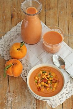 GAzpacho de melocotón. Ingredientes: tomates (600 gramos ya limpios), melocotones (340 gramos ya limpios), pimiento verde (medio), 1 ajo, vinagre de jérez, salaceite de oliva virgen extra