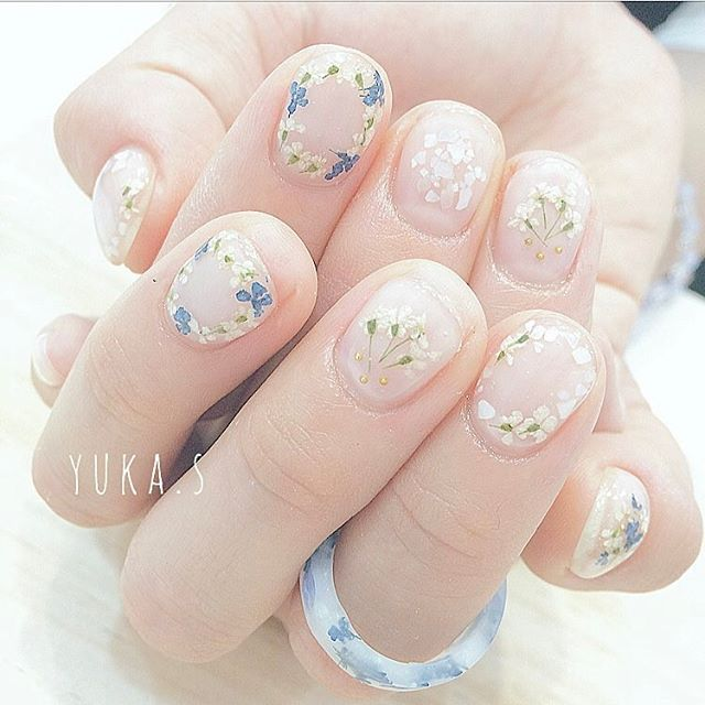 loving the delicate floral.
