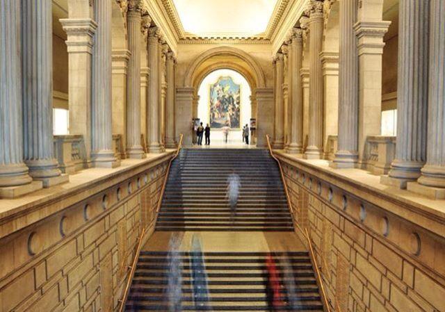 Visitar os museus e galerias de arte em New York é pra mim o melhor programa da cidade. Sempre com novidades, lançamentos de artistas, diferentes exposições e locais onde estão surgindo novos espaços de arte.  Foto no Metropolitan Museum, que só pela arquitetura já vale a visita.