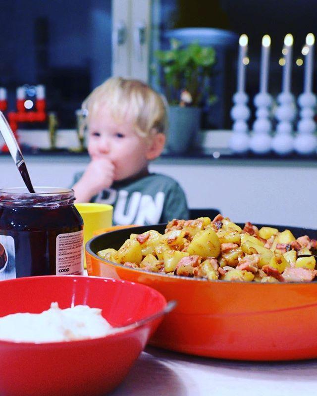 God fortsättning! Trött på julmat? Gör pytt-i-panna med senapsgrädde på julens rester. Recept på bloggen under kött.