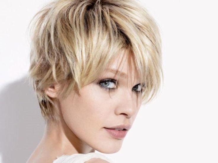Ao escolher cortes de cabelo curto feminino, o primeiro passo é você descobrir qual é o seu formato de rosto, pois como você bem sabe, para cada formato um