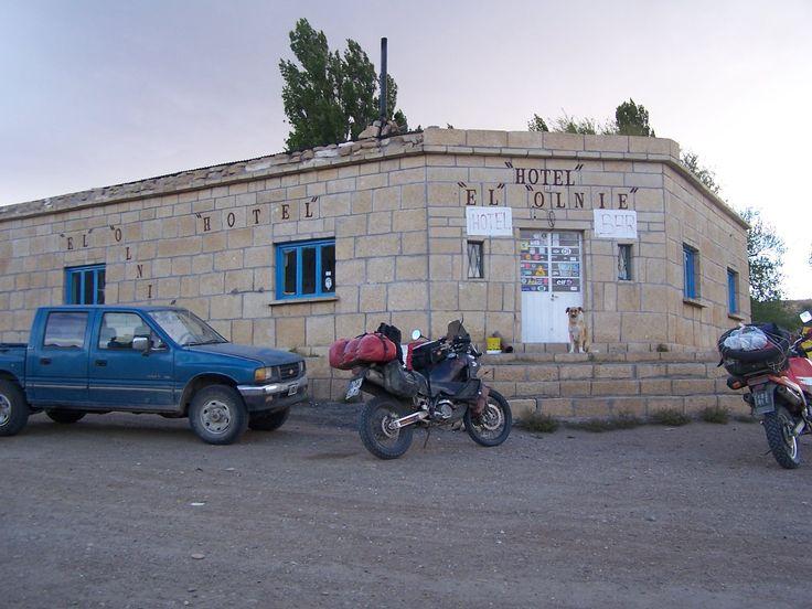 Antiguo hotel El Olnie sobre la antigua ruta 40 en la Patagonia Argentina, cuantos aventureros habrán pasado a tomar una cerveza y conversar con su dueño.