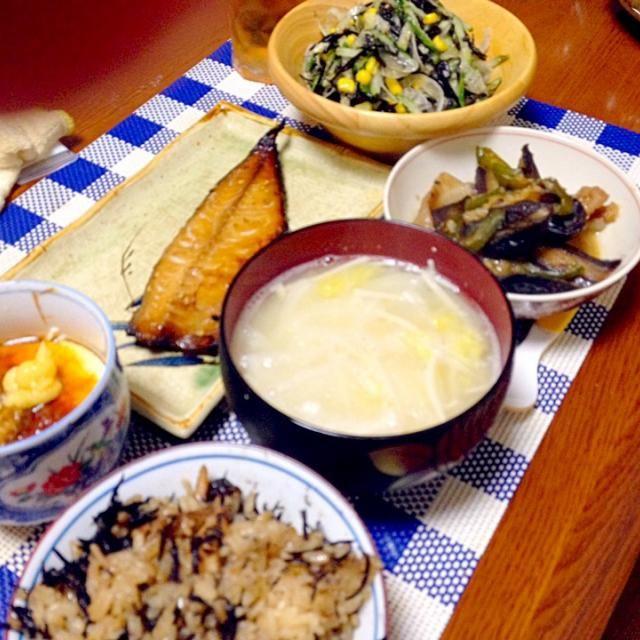 いただきます(๑´ڡ`๑)ぺろり - 86件のもぐもぐ - ひじきご飯、味噌汁、鯖みりん、手作り豆腐、ナスの味噌炒め、ひじきサラダ by belkunchloe