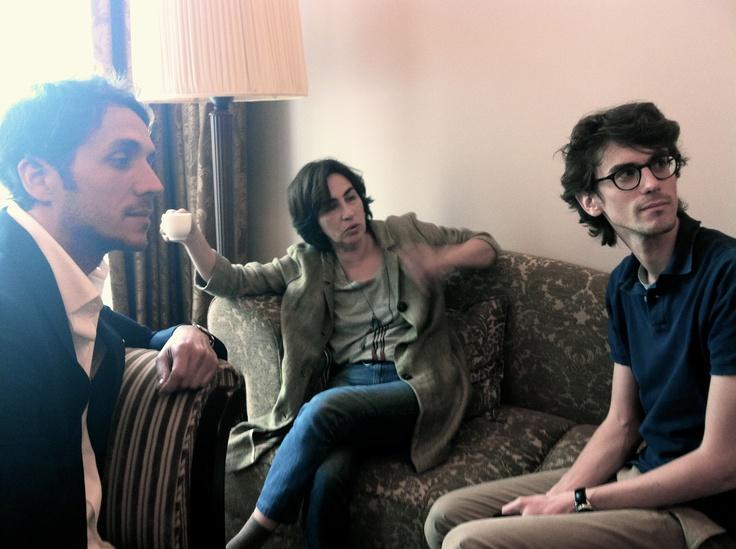 Instant volé à la Cage Dorée: Ruben Alves (Réalisateur) à gauche, Rita Blanco (1er rôle) au centre, Hugo Gélin (producteur) à droite en salles le 24 avril 2013