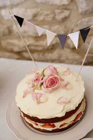 cake for a vintage english afternoon tea ,I would so love to make this footer my niece, i know she would love it!!!!!!