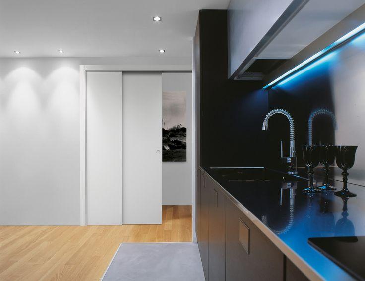 Eclisse Pocket Door Telescopic -liukuovikehys mahdollistaa kahden ovilevyn sijoittamisen samaan seinään. Ratkaisulla voidaan maksimoida oviaukon koko, kun halutaan toteuttaa tarvittaessa suljettavissa olevia avaria tiloja.