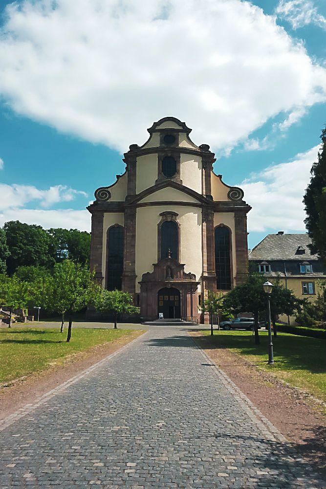 Blick auf die Kloster-Kirche, Abtei Himmerod   Arthurs Tochter kocht von Astrid Paul, der Blog für food, wine, travel & love
