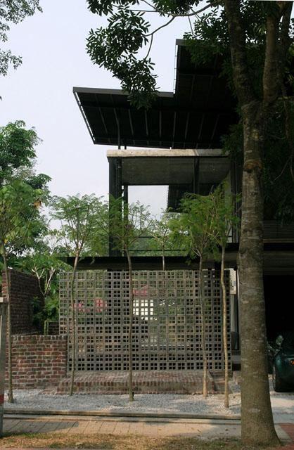 Louvrebox House - Interesting walkway entrance design incorporating red bricks and vent blocks