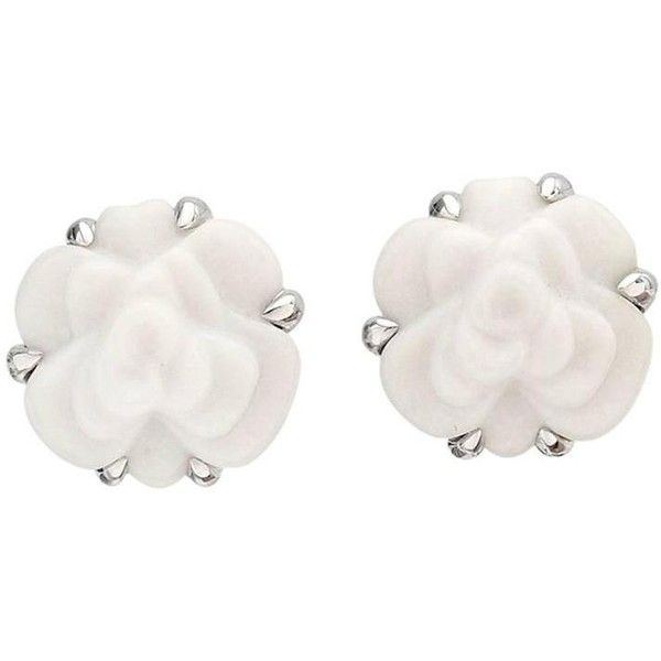 Preowned Chanel White Agate Gold Camélia Stud Earrings ($2,500) ❤ liked on Polyvore featuring jewelry, earrings, joias, white, chanel earrings, 18k earrings, gold earrings, white earrings and flower earrings