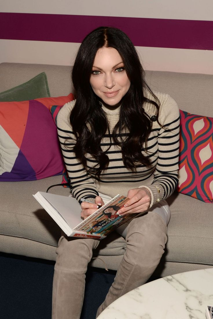 Laura Prepon promoting her book backstage at New York Live http://celebs-life.com/laura-prepon-promoting-her-book-backstage-at-new-york-live/  #lauraprepon