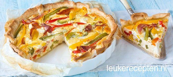 Makkelijk recept voor hartige taart gevuld met paprika, parmaham en feta.