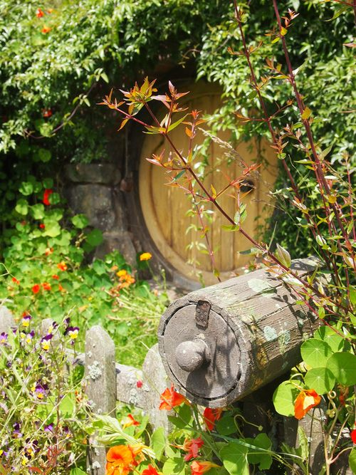 Hobbit mailbox a must have in a hobbit hole... MUST!!