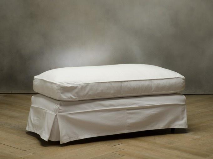 HELENA Pouff  codice: 8457100009    Colore  bianco  Rivestimento  cotone  Piedini  faggio  Struttura  faggio e abete  Misura:  (122x55x62)  €490,00