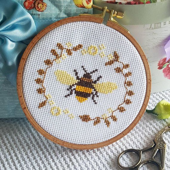 Queen Bee Cross Stitch Kit Counted Kit with Wooden Hoop Embroidery
