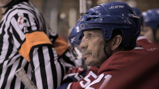COUPE STANLEY 1993 :  que sont devenus les joueurs?Les Canadiens de Montréal déjouent tous les pronostics et remportent la coupe Stanley contre Wayne Gretzky et les Kings de Los Angeles. Pendant cinq semaines, l'équipe joue son meilleur hockey pour faire vibrer à nouveau le vieux Forum. Vingt ans plus tard, que sont devenus nos derniers champions? En 1993, les joueurs ne gagnaient pas les millions d'aujourd'hui. Ceux qui n'ont pu conserver leur place longtemps dans la LNH ont dû entrer sur…