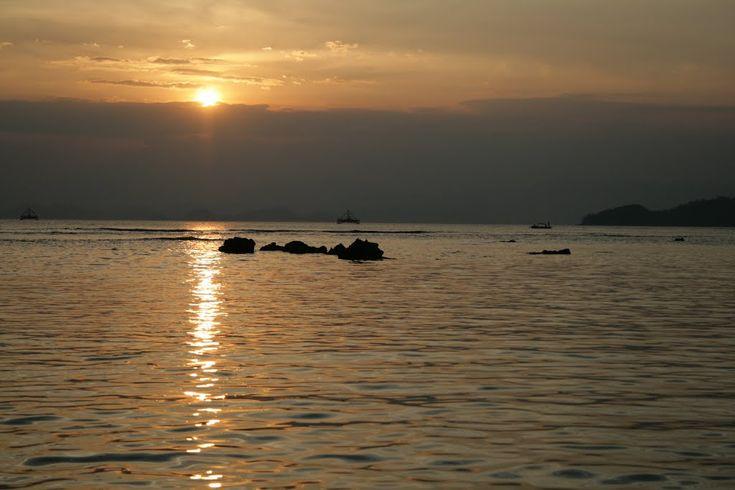 Pantai Sebalang Indahnya Panorama Matahari Terbenam di Lampung - Lampung