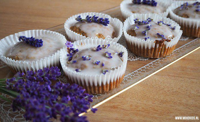 Lavendel is prachtig en ruikt lekker, maar wist je dat je er ook mee kan bakken? Jasmijn maakte deze lekkere en prachtige lavendel cupcakes.