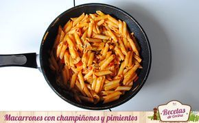 Macarrones con champiñones y pimientos -  Esta es una de esas recetas que te sacará de mas de un apuro. Una receta rápida elaborada con ingredientes frescos que gusta a la mayoría, o al menos esa es mi experiencia.Macarrones con champiñones, pimientos y salsa de tomate; no suena mal ¿verdad? Ademas de los macarrones, que podéis sustit... - http://www.lasrecetascocina.com/macarrones-con-champinones-y-pimientos/