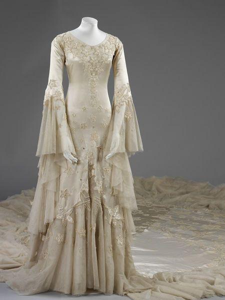Best 25 satin wedding gowns ideas on pinterest satin for Wedding dresses norman ok