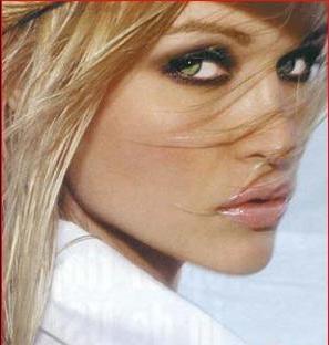 Джоанна Крупа (Joanna Krupa) – модель и актриса с польско-американскими корнями. Стала известной благодаря участию в таких  телевизиооных реалити-шоу, как  Dancing with the Stars, Poland's Next Top Model и The Real Housewives of Miami.    Крупа родилась в Варшаве (Польша). Ее младшая сестра, Марта, также модель. В 5-летнем возрасте Джоанна вместе  с семьей переезжает в США, штат Иллинойс. - http://misslucky.ru/modeli/model-iz-varshavy-dzhoanna-krupa.html