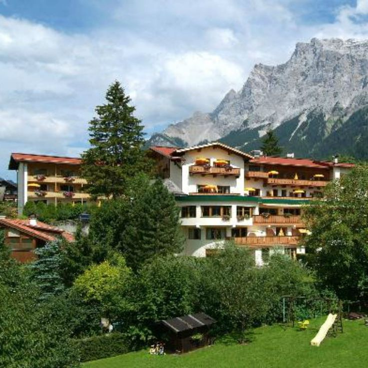 The Zugspitze Arena, the place where this beautiful sporty Ehrwald Schönruh hotel located invite you to a special active holiday. Based on the extensive mosplateau offers beautiful mountain scenery around the Wettersteingebirge with the Zugspitze an inexhaustible field for mountain bikers and hikers.