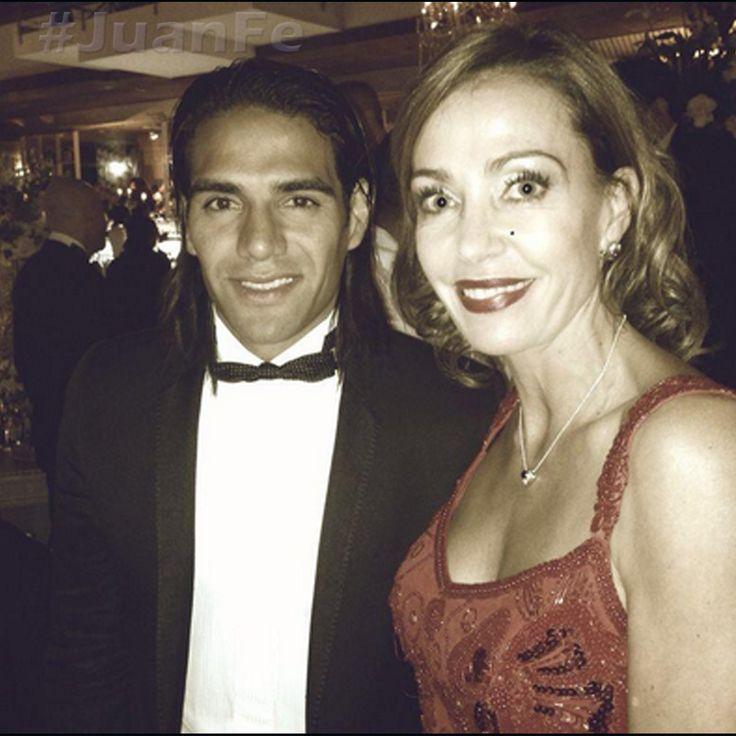 Admiración por estos dos seres humanos! Trabajando con el corazón para un mejor mundo! Grandes @FALCAO @Cataescobarr @angecamacho