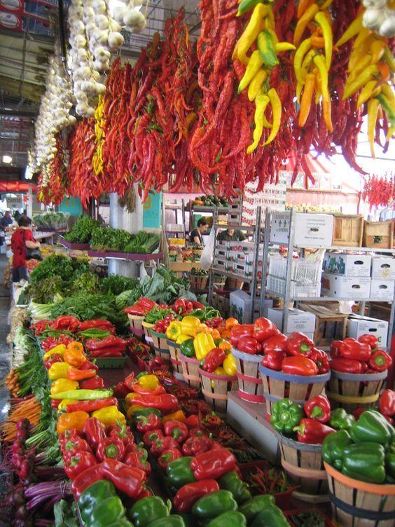 Jean Talon Market, a farmer's market in Montreal/Mercado Montreal.