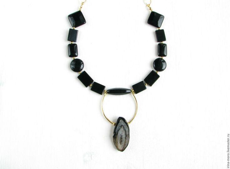 """Beautiful, original necklace """"""""Night constellation"""" with black agate in different shapes and druzey agate. Красивое, оригинальное колье """"Ночное созвездие"""" с черными агатами разных форм и друзой агата с переливающимися кристаллами на позолоченной цепочке. #necklace #onyx #agate #black #golden #fashion #gifts #jewelry #колье #агат #оникс #украшение #ожерелье #бусы #ручнаяработа"""
