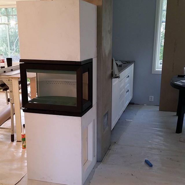 Peisen ferdig montert... bare litt reparering å maling så er den ferdig! :)…