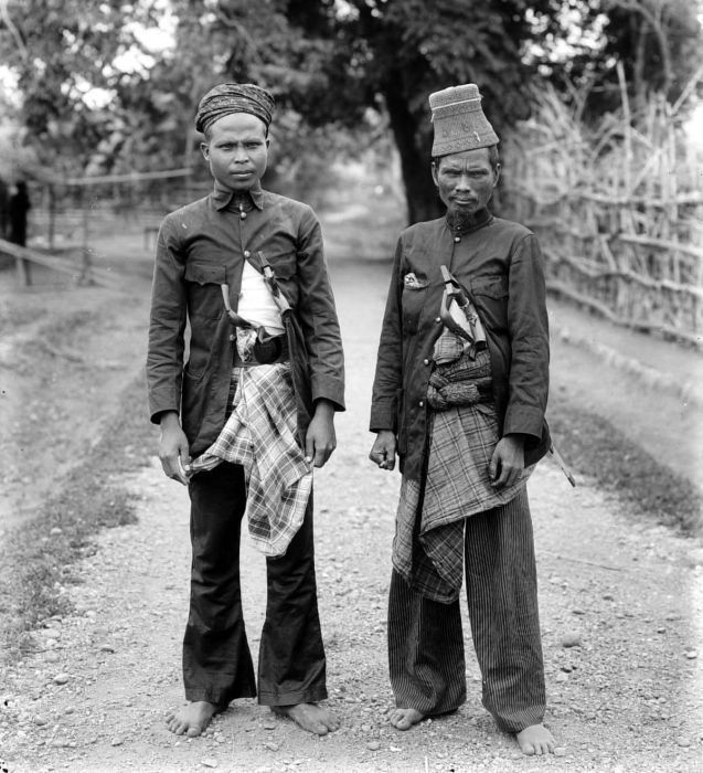 Two Acehnese hardcore warriors with Sikin and Rencong tucked into their sarong.