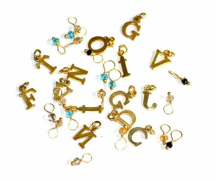 Las ultimas iniciales que quedan! llevarte la tuya con su cadenita y bolita del color que te guste antes de que se agoten escribiendo un mail a casildafinatmc@hotmail.es, 30€ es de plata bañada en oro, solo quedan las que veis. #casildafinatmcjoyas #casildafinatmc #joyitas #jewelry #jewels #colgantes #cadenas #pendant #necklace #chain #goldplatedsilver #silver